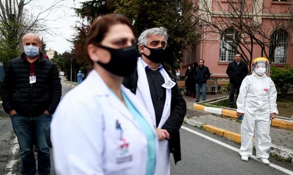 Турция ще лекува COVID-19 с кръвна плазма от оздравелите