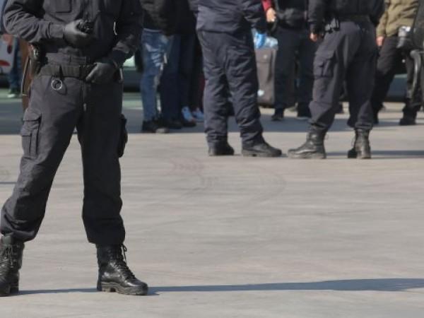 Служители на Районното полицейско управление в Дупница са съставили вчера