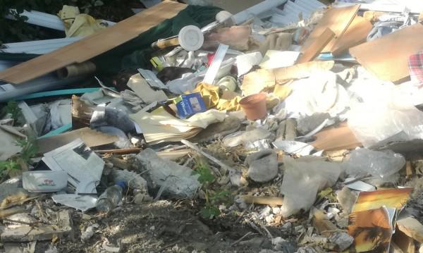 Полицията в Перник откри документи, изхвърлени на сметище