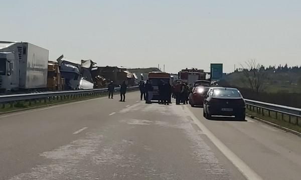 """Двама шофьори са загинали при катастрофата на АМ """"Марица"""""""