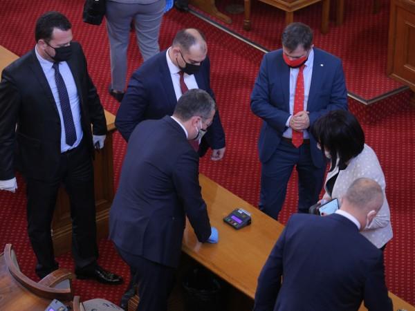Нов режим на работата измислиха депутатите, за да не са