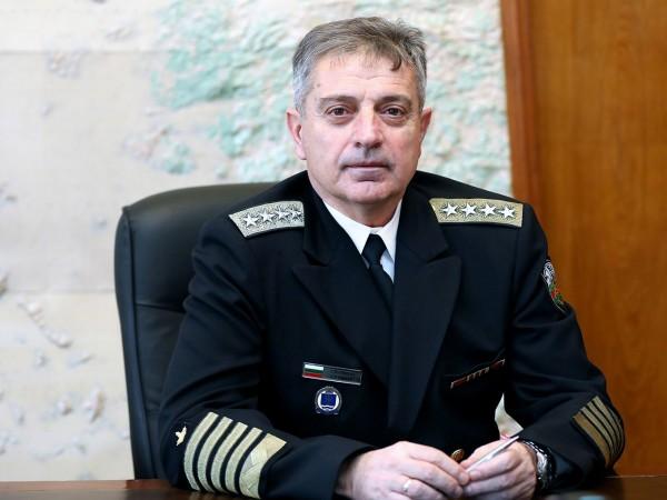 Адмирал Емил Ефтимов е новият началник на отбраната.С указ на
