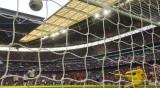 Цяла Англия иска футболистите да се откажат от заплатите си