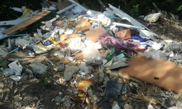 25 тона боклуци извадиха от река Струма в Перник