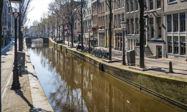Забраняват лодките по каналите в Амстердам
