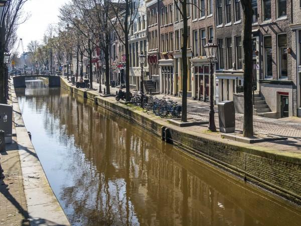 Общинските власти в Амстердам забраняват влизането на частни лодки в