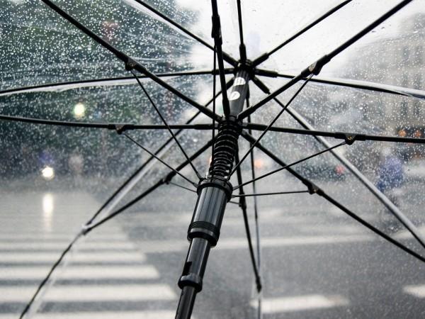 В неделя ще остане предимно облачно и с валежи от
