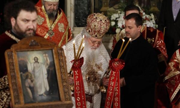 И митрополит с призив: Останете си вкъщи и се молете!