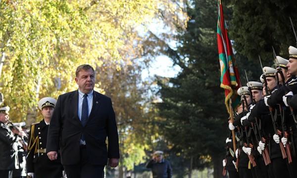 Каракачанов към Нинова: Всеки некадърен политик...