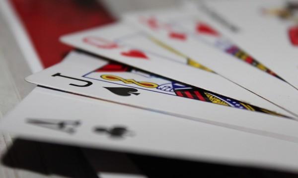 11 картоиграчи глобени в Бургас, събрали се въпреки забраната