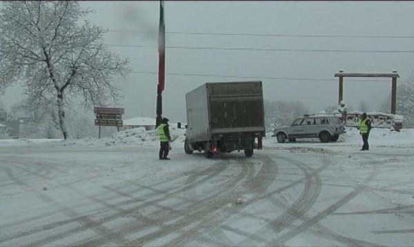 Десетки селища в Смолянско са без ток заради априлския сняг