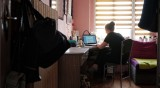 От днес – учениците ще имат оценки върху онлайн материала