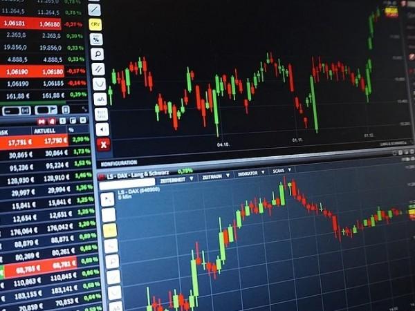 Европейските акции поскъпват в понеделник, насърчени от оптимизма, че смъртните
