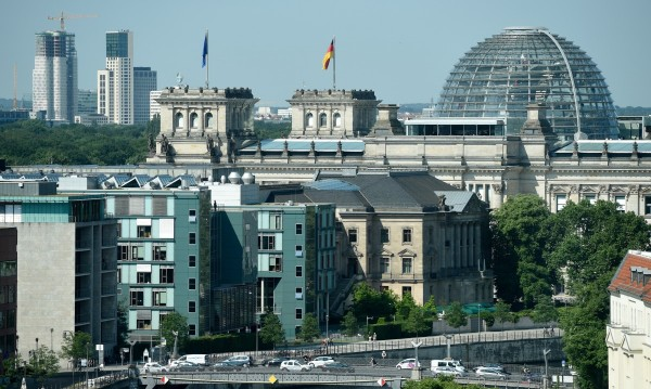 Германия подкрепя икономиката с 1 трилион евро