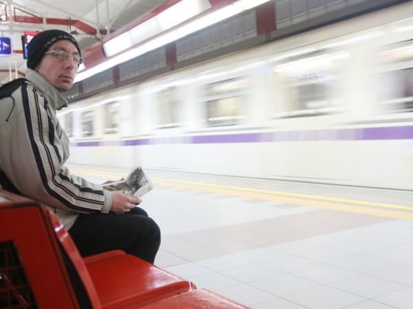 За да се спазва физическа дистанция, столичното метро ще въведе