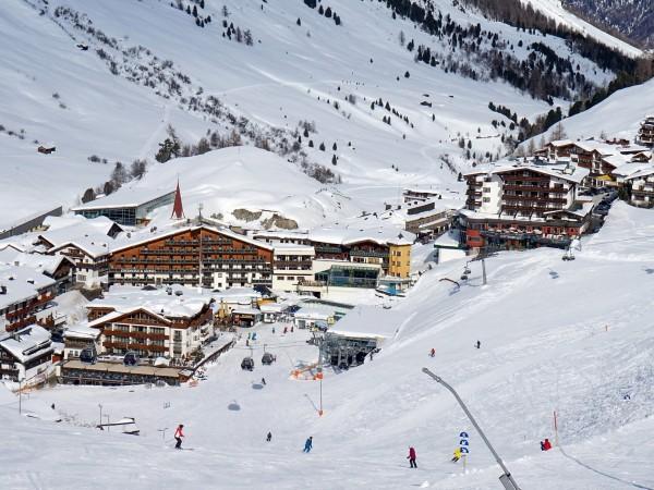 Наши сънародници прекараха седмици в зимен курорт в Австрия без