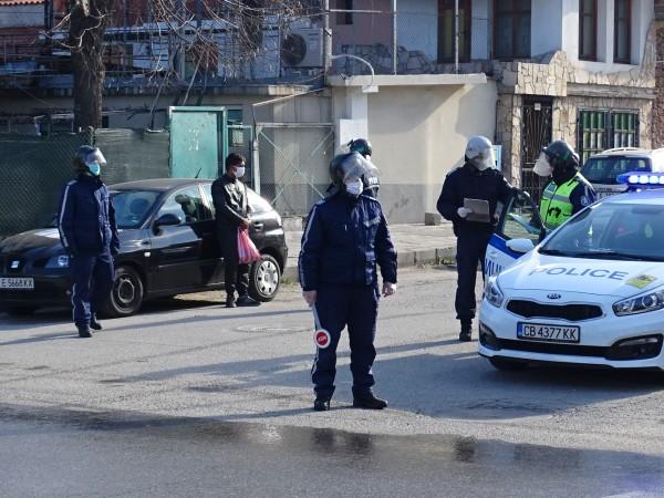 Полицията започна акция рано тази сутрин в ромската махала на