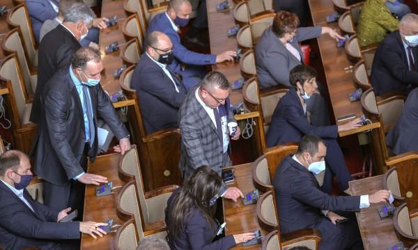 Министрите без заплати - Конституцията не позволявала!