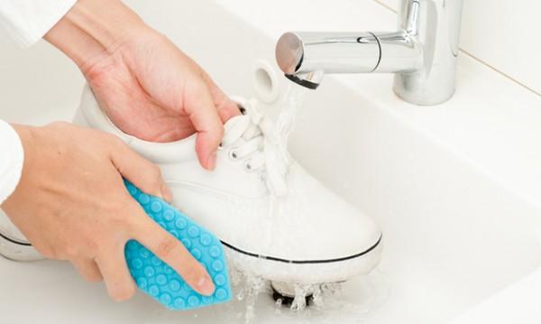 Защо обувките се нуждаят от дезинфекция и как да ги почистите?