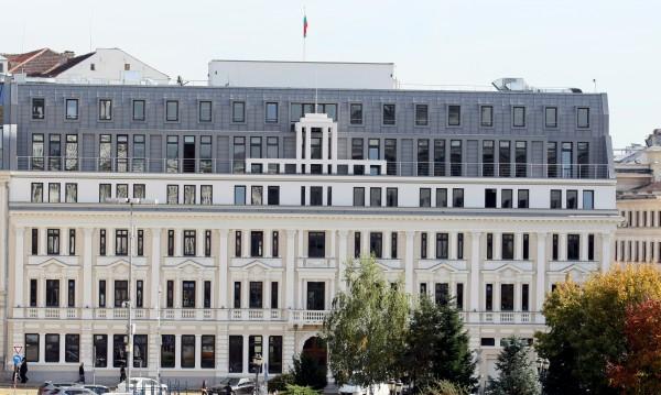 Василев прогнозира: Заплатите падат, безработните - над 100 000