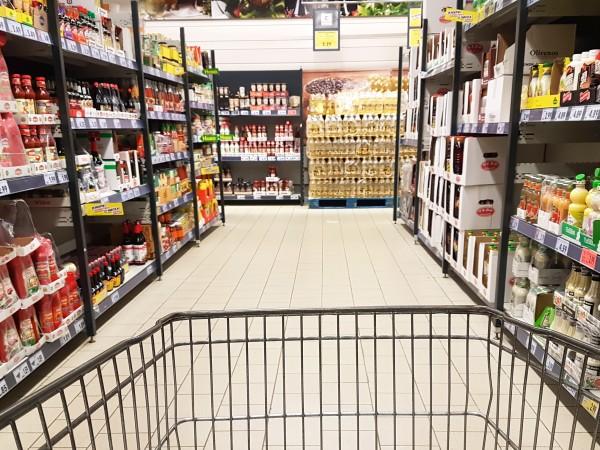 През последните дни възникна спор между хранителните вериги и държавата,