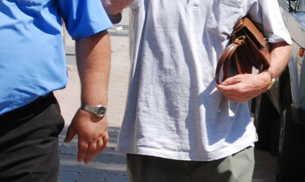 Мъж сви чантичка с документи и пари, арестуваха го за минути