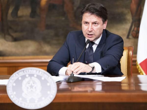 Премиерът на Италия Джузепе Конте счита за много обидни намеците,