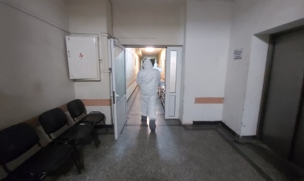Набират студенти медици за доброволци в борбата срещу COVID-19