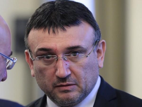 МВР шефът Младен Маринов призова хората да не тръгват с