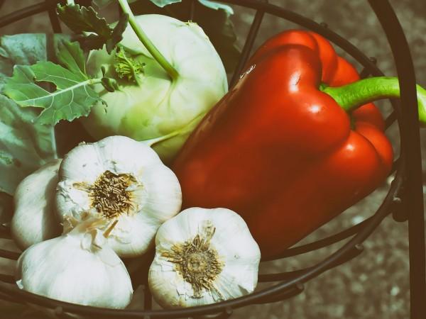 Чесънът е зеленчук, който има редица ползи за здравето –