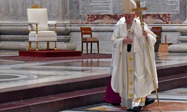 Папата: Медиците и свещениците са светците на нашето време