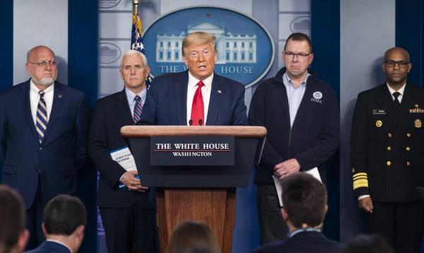 Тестват всички журналисти за COVID-19 преди среща с Тръмп