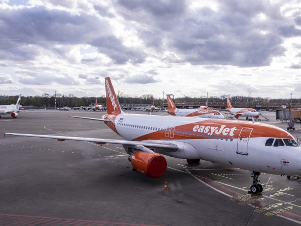 Забраната за пътуване приземи флотилиите на десетки авиокомпании и доведе