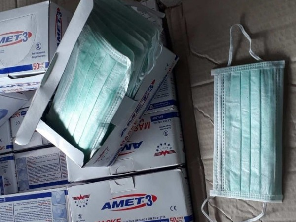 Митничари откриха 560 кутии с 28 000 защитни маски, укрити