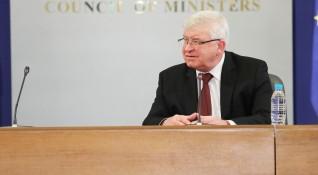 Министър Ананиев удължи противоепидемичните мерки в страната
