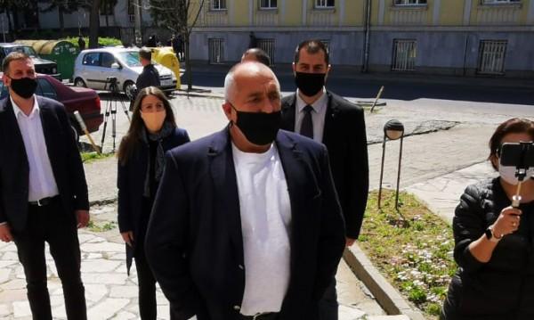 Борисов умолява, скоро и заповед: Да не се излиза без маски!