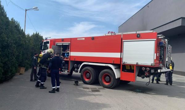 Уреди, масла и инвентар са изгорели в магазина в Бургас