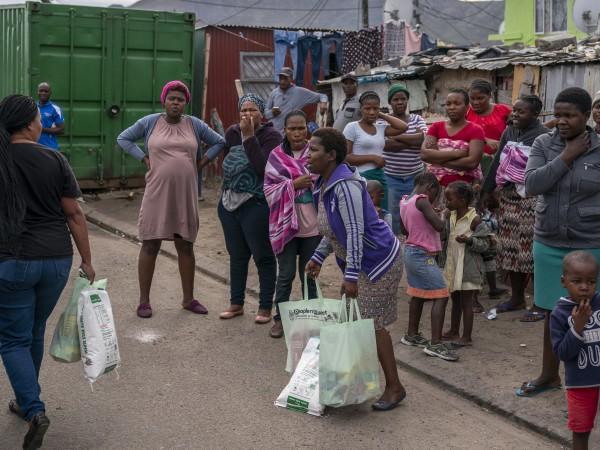 Много магазини за храни и алкохол са плячкосани в Южна
