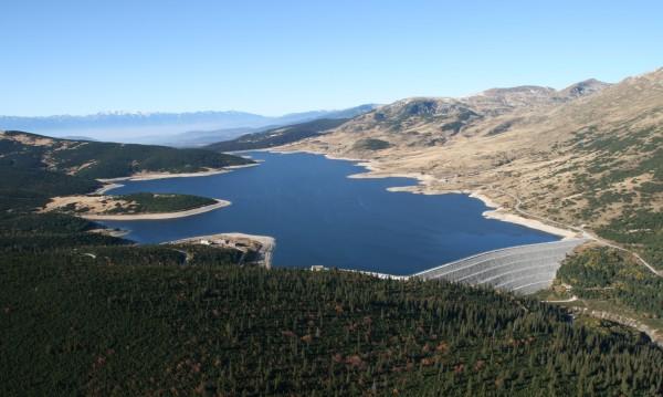 """Водата от яз. """"Белмекен"""" пълни резервоара за центъра на Перник"""