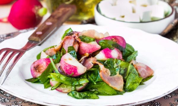 Рецептата Dnes: Спаначена салата с бекон