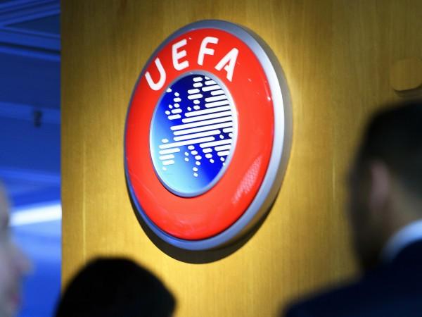 Европейската футболна централа УЕФА е била притисната да отмени всички