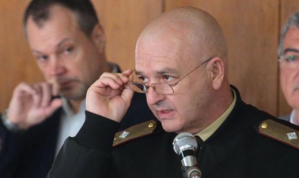 Мутафчийски предупреждава, че коронавирусът не е обикновен вирус