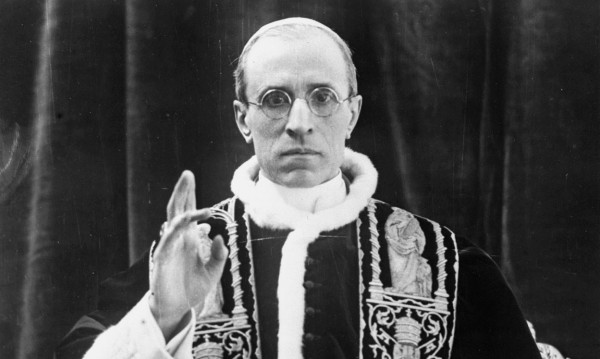 Папа Пий XII знаел за убийствата на евреите от Хитлер, но ги е скрил от САЩ