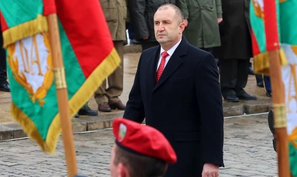 Курсанти с парад за 6 май, военните показват способности