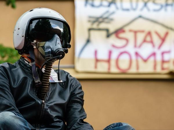 Стотици германци участваха в протести в два града - Щутгарт