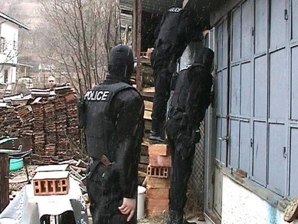 Производство и притежание на наркотици са установени при полицейска операция