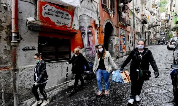 По-добре е да умрем... Как кризата се отрази на бедните хора в Неапол?