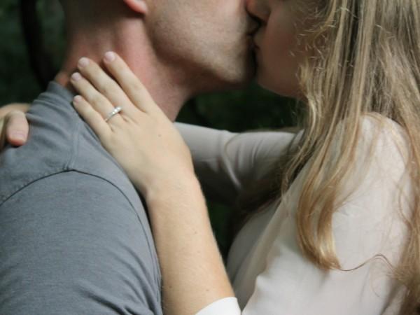 Моногамията не е за всеки, но дали зодията може да