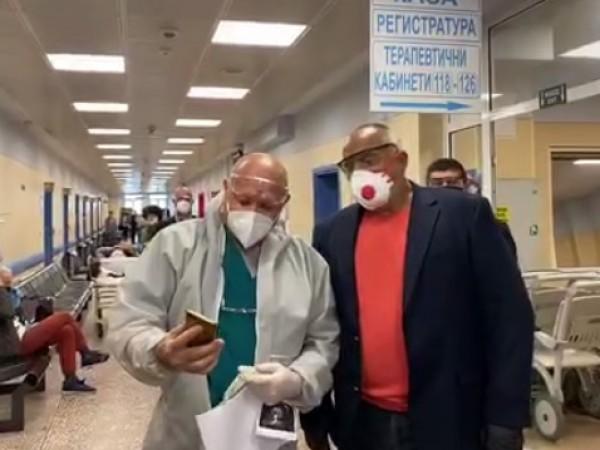 """Премиерът Бойко Борисов посети """"Пирогов"""", където му бяха показани различни"""