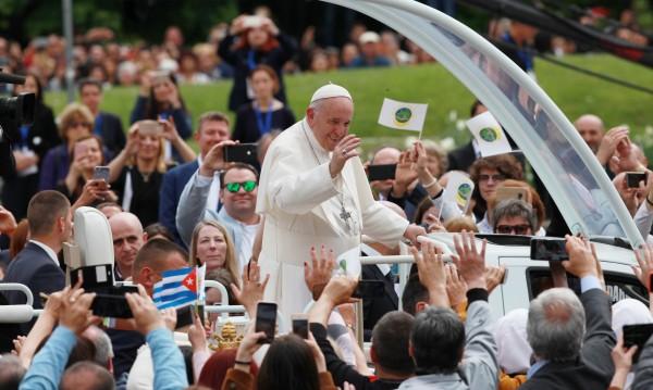 Радев писа до папа Франциск година след посещението му